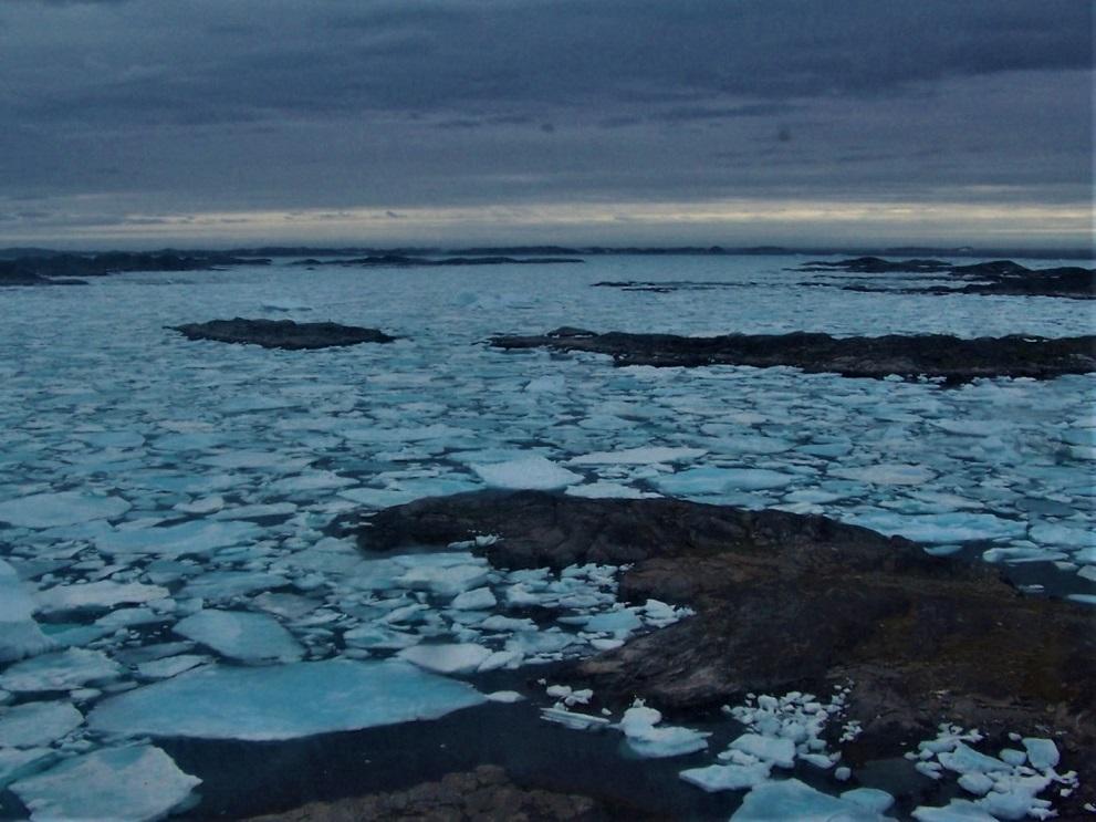 Una grandes superficies de hielo se aproximan, es el llamado hielo marino o de banquisa