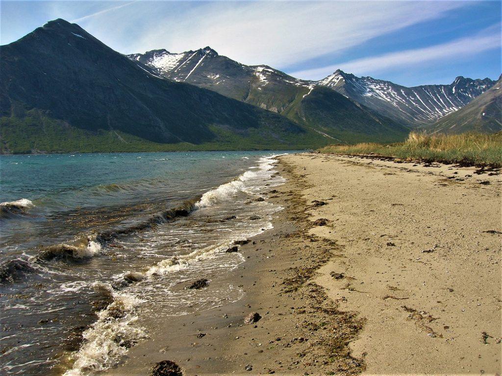 Mientras esperamos al patrón esperamos tumbados en la pequeña playa, las vistas no nos dejan indiferentes.