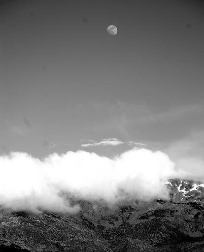 La Luna por aquí pasó... (Fotografía: Jimber)