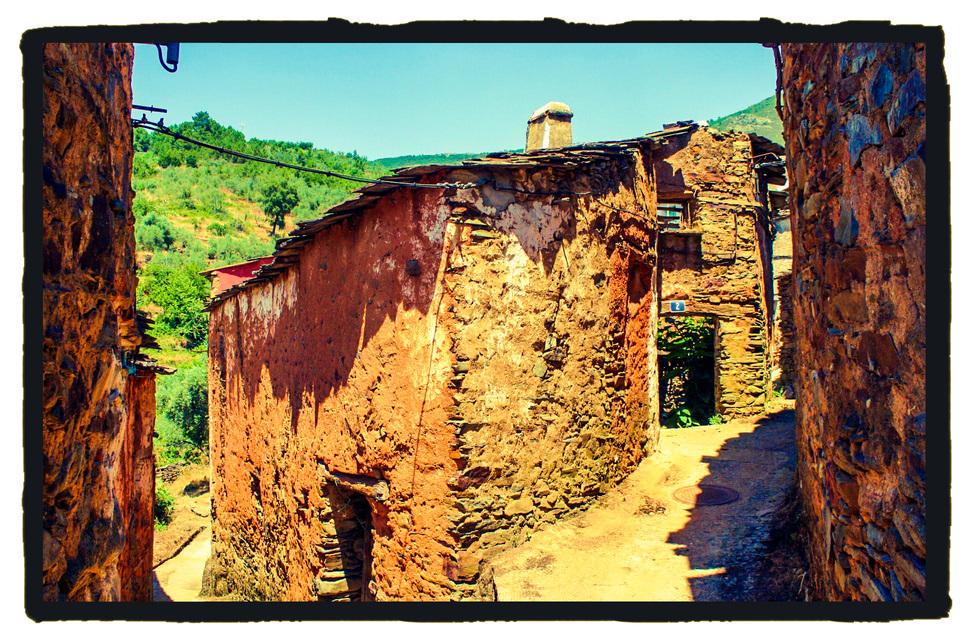 """Casas antiguas de Ladrillar, patria del """"Duende"""" más famoso de Las Hurdes (A. Briz para Extremadura Secreta)"""
