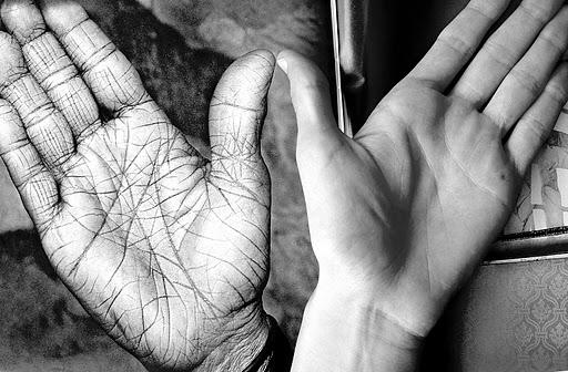 Algunos astrólogos también adivinan por las rayas de las manos (Fotografía: Jimber)