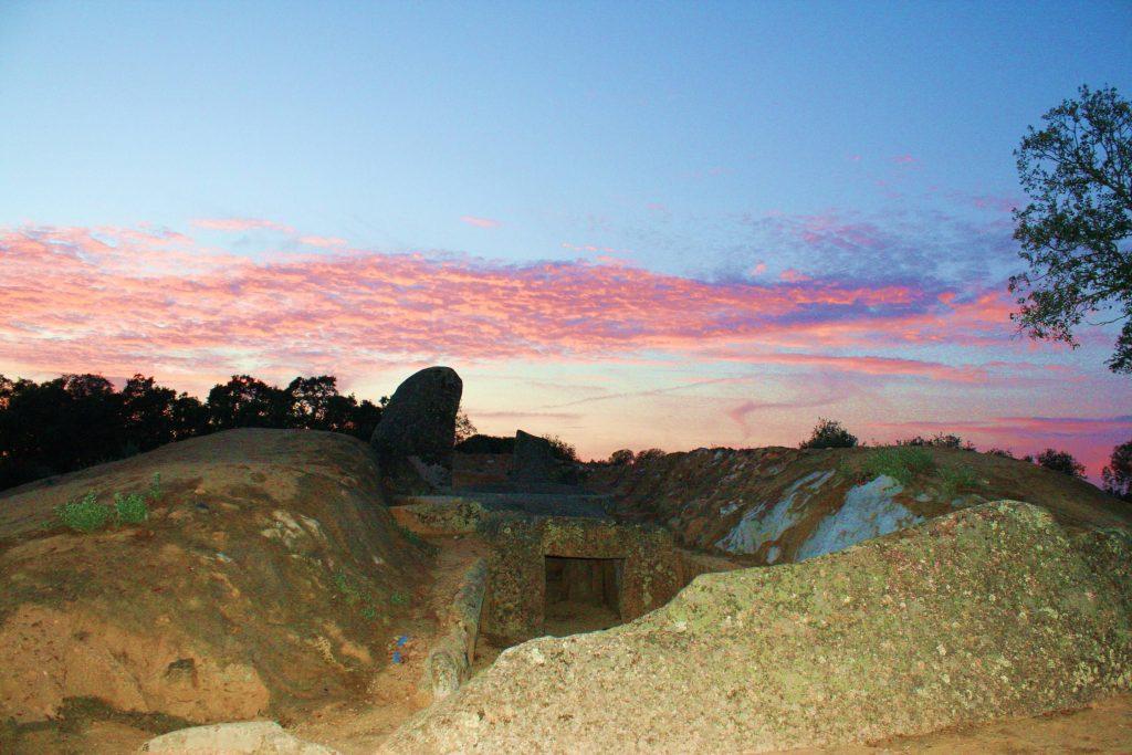 A Las Hilanderas se les atribuye a menudo la construcción de los dólmenes (Foto: Israel J. Espino)