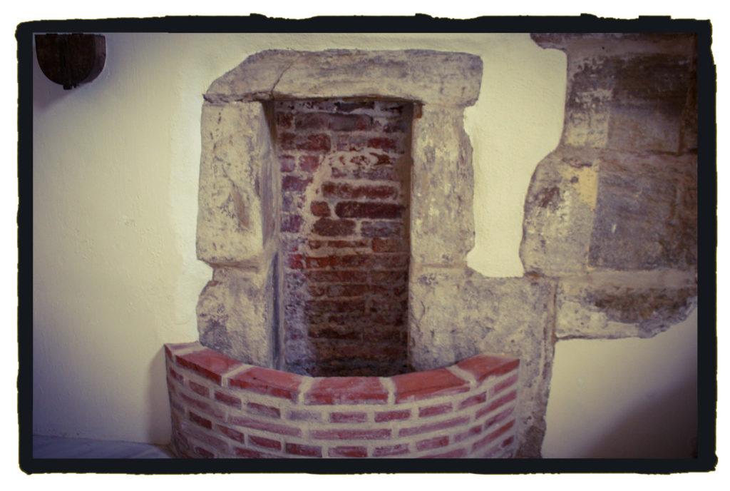 Pozo aparecido en la sacristía de la iglesia de la Consolación, posible entrada al pasadizo secreto (A. Briz para Extremadura Secreta)