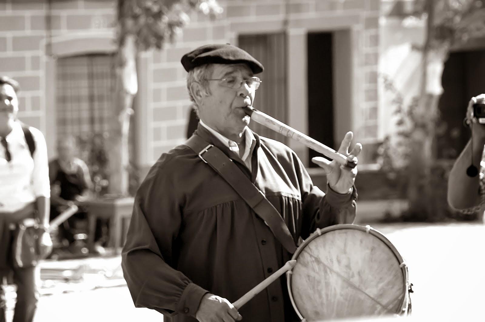 Cualquier vecino con arte musical podía ser un zángano (Jimber)