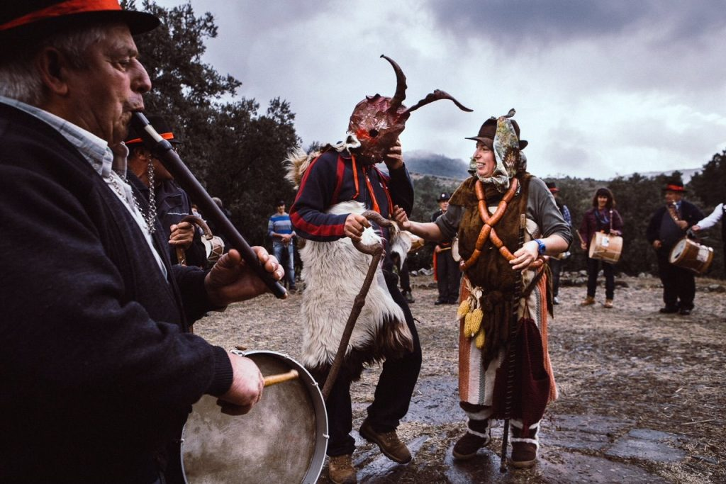 Danza lúbrica y ancestral entre el Chicharrón y la Chicharrona (Jorge Armestar) GALERIA DE FOTOS