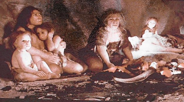 Grupo de homo sapiens en la cueva de los Postes de Fuentes de León