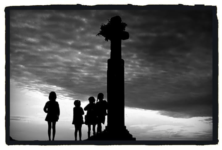 Los niños piden por las casas en el día de Los Santos (Jimber para Extremadura Secreta)