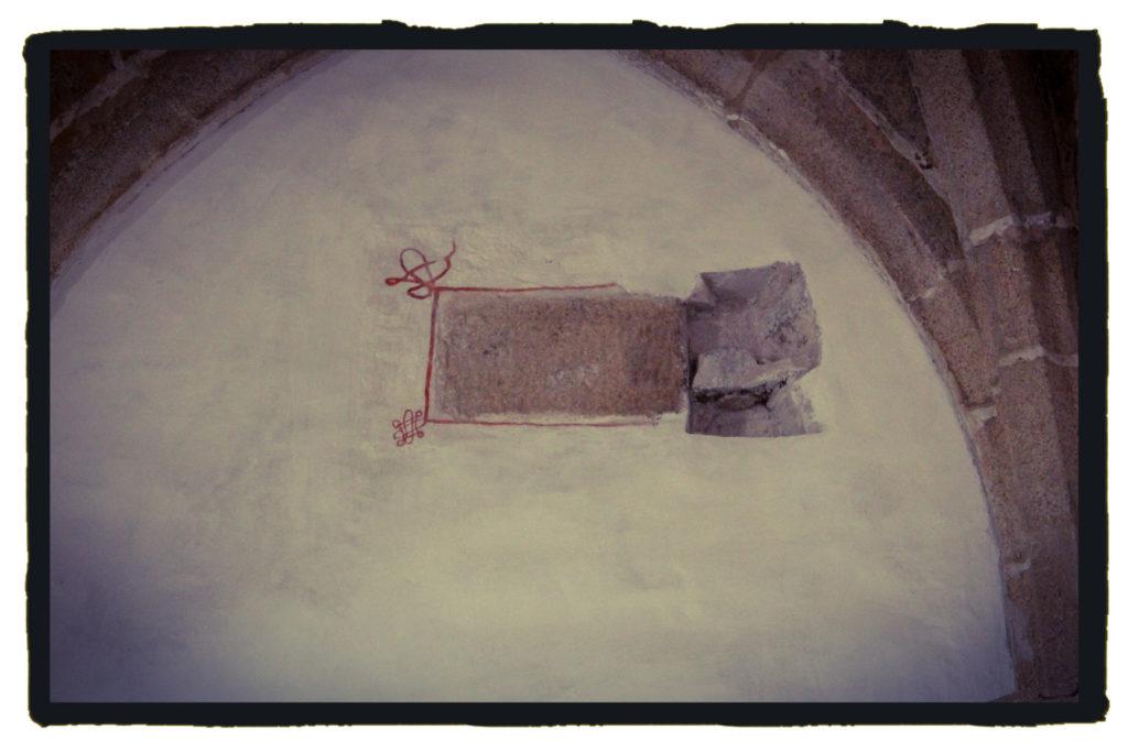 La piedra fundacional que encontraron oculta puede guardar un código templario (A. Briz)