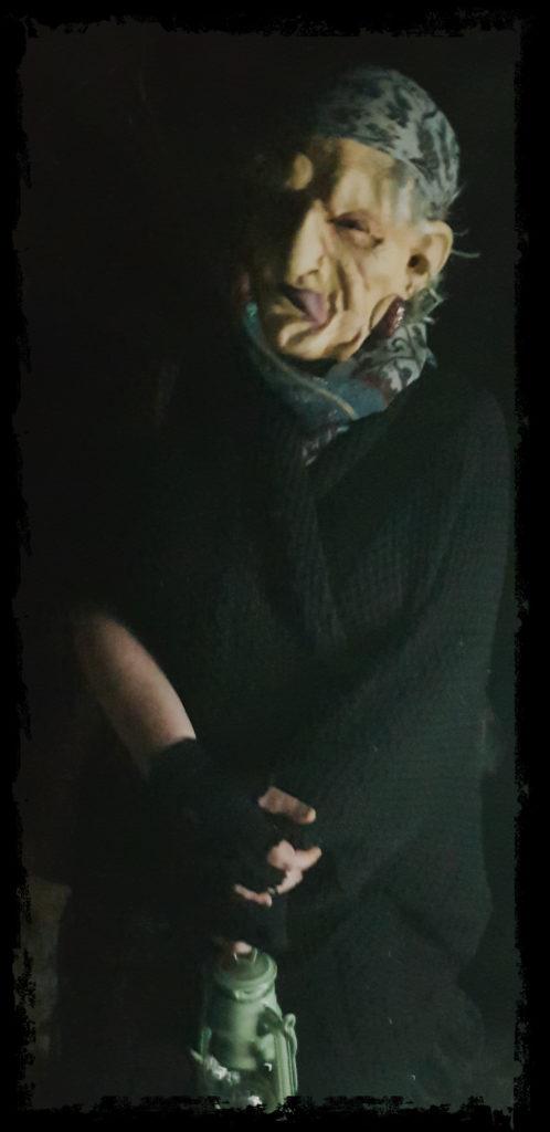 La jáncana lenguaratúa , dispuesta a cortar lenguas, mortajas y vidas con sus tijeras (Extremadura Secreta)