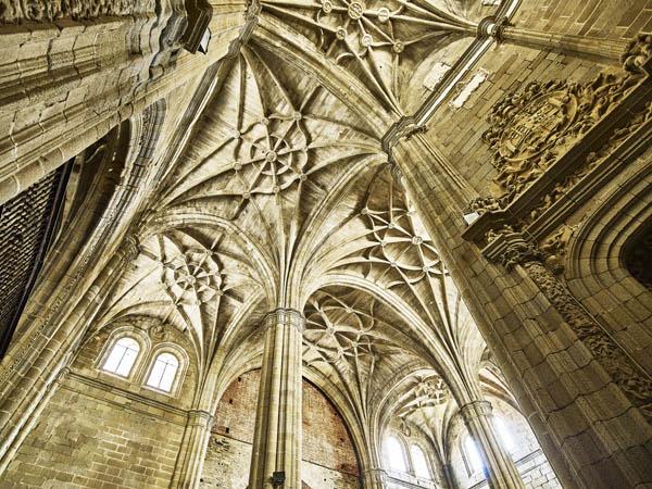 Bóvedas del templo./ Víctor Gibello.