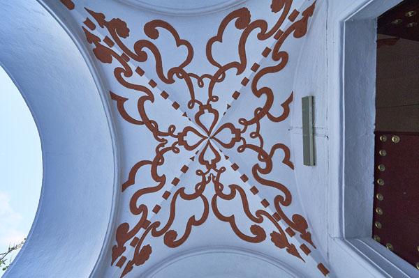 Bóveda ante puerta del templo./ Víctor Gibello