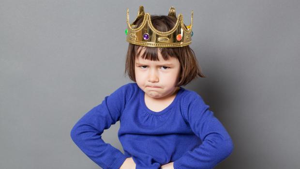 Los hijos endiosados no tienen ni padres , ni madre. Son educados por devotos. (FOTO abc.es)